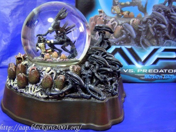 ALIEN VS. PREDATOR Motion Globe